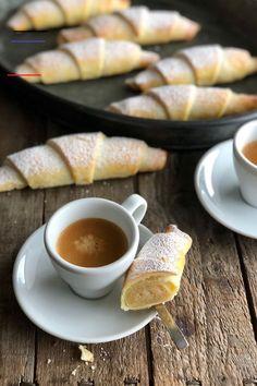 Die Mandel Amaretto Hörnchen sind nach dem Backen außen schön knusprig, innen… The almond Amaretto croissants are crispy on the outside, moist and soft on the inside and have an irresistible marzipan note … Yum! Diet Recipes, Dessert Recipes, Healthy Recipes, Desserts, Marzipan, Paleo Diet Plan, Paleo Breakfast, Croissants, Almond