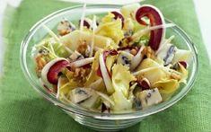 Σαλάτα με μήλο, καρύδια και μπλε τυρί Salad Bar, Fruit Salad, Pasta Salad, Potato Salad, Cabbage, Salads, Vegetables, Cooking, Ethnic Recipes