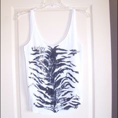 Juniors Hurley Tank Top Super Cute! Great Condition! Hurley Tops Tank Tops