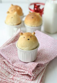 Bear-shaped bread. recipe both in english and spanish