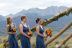 wedding with.sunflowers | like the mix of colors and flowers
