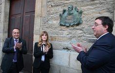 Placa conmemorativa en el Teatro Gil y Carrasco (Villafranca del Bierzo, León). Con Mar Pereira (Directora General de Políticas Culturales),  el alcalde de la ciudad (José Manuel Pereira) y Gerardo Álvarez Courel (presidente del Consejo Comarcal del Bierzo)
