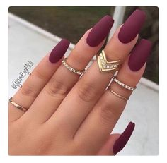 Burgundy nail art designs have become people's favorite. Burgundy color has become one of the most popular colors. Women who choose this color do not want to have bright and gorgeous nails, but want to have classic and sexy designs. The burgundy nail Gorgeous Nails, Love Nails, How To Do Nails, Pretty Nails, My Nails, Nails 2017, Cute Fall Nails, Amazing Nails, Matte Nails