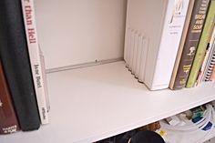 IKEA HACK: Aluminum channel to reinforce shelves on bookcase Floor To Ceiling Bookshelves, Bookshelves In Living Room, Wall Bookshelves, Billy Bookcase Hack, Ikea Billy Bookcase, Simple Life Hacks, Useful Life Hacks, Library Wall, Office Makeover