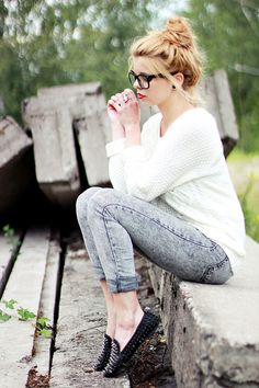 white top, acid wash capris, studded loafers  + red lip.