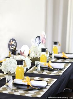 Graduation Party Ideas – Modern Classic Style: have fun with the table setting! #graduation #peartreegreetings #celebrationsathomeblog