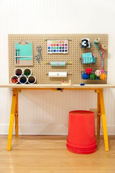 Isn't this kids craft desk adorable? It's so easy to make that you'll wonder why you've never thought to store their stuff like this!