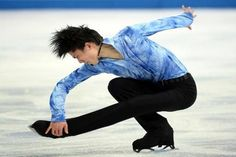 #Olympics: Japan's Hanyu stars as Plushenko bows out Japanese star Yuzuru Hanyu gave a stunning display to put him on the road to Olympic gold as Russian veteran Yevgeny Plushenko called time on his long career after withdrawing injured from the #Sochi Games. #Sports #News