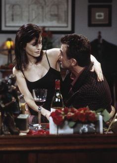 FRIENDS -- 'The One Where Monica and Richard Are Just Friends' Episode 13 -- Pictured: (l-r) Courteney Cox Arquette as Monica Geller, Tom Selleck as Dr. Richard Burke -- Photo by: Chris Haston/NBCU Photo Bank