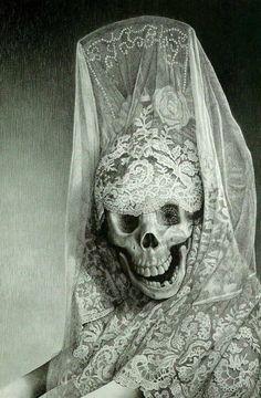 Laurie Lipton, Lady Death, 2004 ©                                                                                                                                                                                 Plus