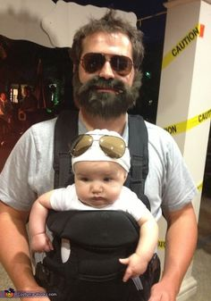 15 Coolest Daddy and Baby Halloween Costume Ideas-Halloween is quickly approaching and it's time to get serious about planning out your Halloween costume. If you are a father and you are looking for s (Diy Baby Halloween) Primer Halloween, Baby Halloween Costumes For Boys, Halloween Costume Contest, Halloween Kids, Halloween Costumes For Babies, Family Costumes, Funny Baby Costumes, Group Costumes, Scary Baby Costume