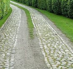 cobblestone strip and gravel driveway - allows for drainage on steep slope Permeable Driveway, Brick Driveway, Driveway Repair, Gravel Driveway, Driveway Design, Driveway Entrance, Concrete Driveways, Driveway Landscaping, Walkways
