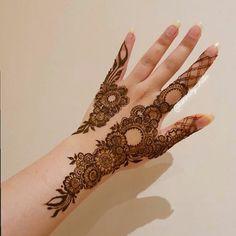 Latest Simple Mehndi Designs, Henna Tattoo Designs Simple, Finger Henna Designs, Full Hand Mehndi Designs, Henna Art Designs, Mehndi Designs For Beginners, Mehndi Designs For Girls, Mehndi Design Photos, Mehndi Designs For Fingers