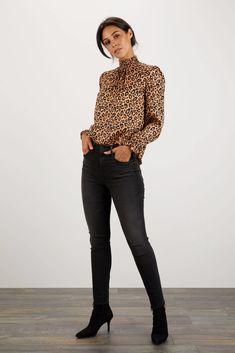 Tucker by Gaby Basora® Official- Tops and Blouses Trendy Fashion, Fashion Beauty, Winter Fashion, Fashion Outfits, Blusas Animal Print, Leopard Print Outfits, Office Outfits, Work Outfits, Animal Print Fashion