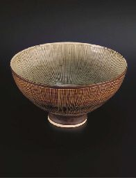 Lucie Rie. Porcelain footed bowl with inlay inside and sgraffito through manganese outside, 1962