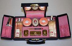 Du Barry (by Richard Hudnut) Vanity case, 1920s Makeup, Makeup Ads, Retro Makeup, Vintage Makeup, Vintage Vanity, Vintage Glamour, Vintage Beauty, Antique Vanity, Maquillage Marilyn Monroe