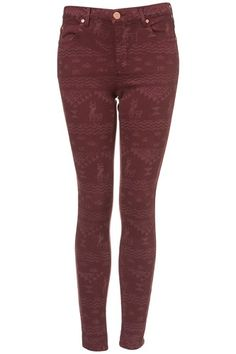 Burgundy patterned tights, great pattern, perfect for winter with boots and a cozy sweater.
