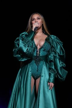 While Beyonce and Jay Z were the most anticipated highlights of the Global Citizen Festival, we just can't over her eye-gluing outfits Beyonce Knowles Carter, Beyonce And Jay Z, Divas, Global Citizen Festival, Beyonce Coachella, Kylie, Beyonce Style, Elisabeth Ii, Blue Ivy