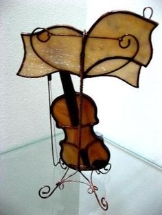 VIOLIN AND MUSICAL NOTES ON STAND...