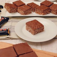 Malteser and Mars Bar Slice Poffertjes Recipe, Mars Bar Slice, No Bake Slices, Peppermint Crisp, Easy Slice, Self Saucing Pudding, Chocolate Slice, Mud Cake, Moist Cakes