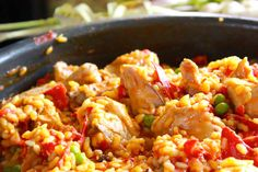 Paella with Express Chicken Thermomix. Here's a super fast chicken paella recipe, and easy to prepare with your thermomix robot. Crockpot Recipes For Two, Vegetarian Crockpot Recipes, Chicken Recipes, Easy Recipes, Chicken Meals, Rotisserie Chicken, Keto Recipes, Healthy Recipes, Easy Meatloaf