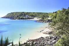Salcombe Beach is sitting in Devon Salcombe Beach, British Beaches, Lulworth Cove, Beach Cove, Botany Bay, West Coast Scotland, Devon And Cornwall, Uk Holidays, Beautiful Beaches
