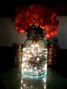 O con luces. | 24 Objetos cotidianos que podrías usar como florero