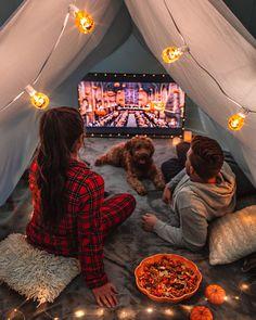 Creative movie night with babe . Sleepover Food, Fun Sleepover Ideas, Halloween Movie Night, Halloween Themes, Indoor Movie Night, Indoor Forts, Harry Potter Marathon, Movie Night Snacks, Movie Nights