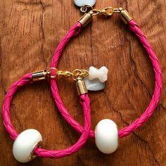 "Ale Galvan en Instagram: ""Joya de leche para mamá e hija. #joyadeleche #joyeriaviva #joyeríamaterna #joyaparamama #mamaemprendedora #joyeríaartesanal #lactancia…"" Headphones, Instagram, Breast Feeding, Milk, Jewelery, On Ear Earphones"