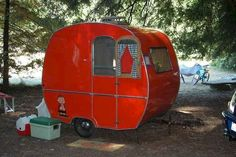Tiny Trailer - Vintage Camper - Travel Caravan <O> <O>Tiny lil red wagon. Tiny Trailer - Vintage Camper - Travel Caravan <O> <O> Retro Caravan, Tiny Trailers, Small Trailer, Vintage Campers Trailers, Retro Campers, Vintage Caravans, Camper Trailers, Happy Campers, Vintage Motorhome