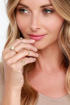 Oopsy Daisy Gold Ring Setat Lulus.com!