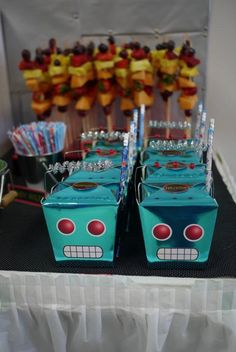 I adore a good robot party for a boy's birthday! There are so many cute ways you can create a great robot party. Just take a peek at these 30 robot parties you'll love for some great ideas! Now, enjoy this cool party for 100 guests!