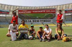 Premiação ao 100.000º visitante do Tour Guiado do Maracanã