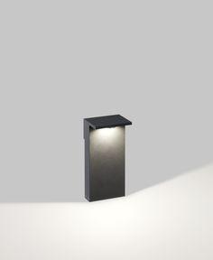 Trotz ihres geradlinigen Designs eignet sich die Pollerleuchte Oblix von Delta Light nicht nur zur Architekturbeleuchtung. Bei dieser Außenleuchte ist das LED-Modul in indirekter Position verbaut, was für einen wunderbaren Lichteffekt und vollkommen entblendetes Licht garantiert. Oblix...