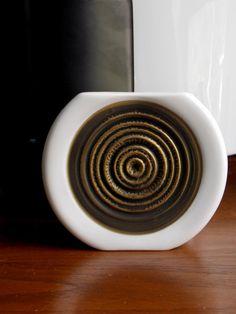 White Modern Vase Hans Theo Baumann Rosenthal by MidCenturyFLA White And Gold Decor, White Vases, Vintage Vases, Ceramic Design, Porcelain Vase, Op Art, Black Gold, Serving Bowls, Mid-century Modern