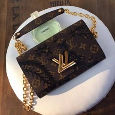 Louis Vuitton lv woman twist buckle bag monogram with black flower printing original leather version
