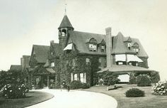 The Origanal Breakers, Newport Cottage of Cornelius II and Alice Vanderbilt, which was destroyed by fire. It was replaced by the second Breakers, which stands today. William Henry Vanderbilt, The Breakers Newport, Cornelius Vanderbilt, Gloria Vanderbilt, Newport Cottages, Rhode Island History, American Mansions, White Building, Building Art