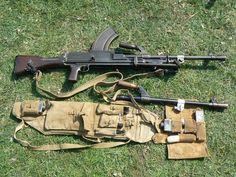 ww2 british bren gun - Google zoeken Ww2 Weapons, Military Weapons, Ww2 Uniforms, Assault Weapon, Guns And Ammo, Warfare, World War Ii, Firearms, Scenery