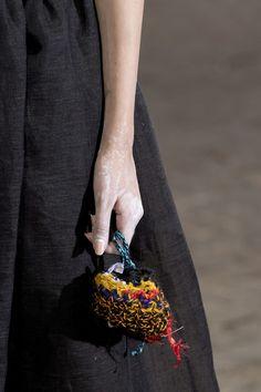 Daniela Gregis at Milan Fashion Week Spring 2019 - Details Runway Photos Diy Crochet And Knitting, Loom Knitting, Yarn Bag, Bag Patterns To Sew, Sewing Patterns, Unique Crochet, Boho Bags, Crochet Handbags, Milan Fashion Weeks