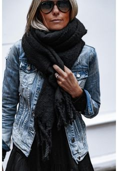 Genser, Second Female Second female Estilo Fashion, Denim Fashion, Ideias Fashion, Girl Fashion, Fashion Outfits, Mode Ab 50, Jean Destroy, White Top And Jeans, Celebrity Casual Outfits