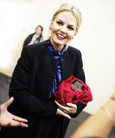 WHAAAT? I didn't even noticed that little animal!! Jen's cutie face ipnotized me.