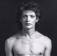 Robert Mapplethorpe, Self Portrait, Gelatin silver print, image: 13 inches x 14 inches x cm); sheet: 19 inches x 16 inches x cm) Museums In Nyc, Black N White Images, Black And White Portraits, Robert Mapplethorpe Photography, Floral Park, Still Life Images, Alfred Stieglitz, Patti Smith, Male Body