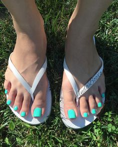 Damn this color is nice af lol Pretty Pedicures, Pretty Toe Nails, Cute Toe Nails, Pretty Toes, Feet Soles, Women's Feet, Blue Toes, Toe Nail Color, Foot Pics