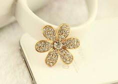 The product is new, never used and in good conditon, just go ahead and buy! Diy Phone Case, Bling Bling, Diys, Gold Rings, Rose Gold, Brooch, Iphone, Crystals, Cover