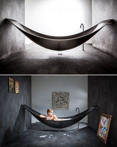 Il mondo del design ha deciso di entrare nel vostro bagno. Già perché a guardare le nuove creazioni, la ricercatezza, l'originalità e alle volte l'eccentricità la fanno da padrona. Dalla vasca che evoca un tuffo in un mare cristallino alla vasca-amaca, dal lavandino acqua