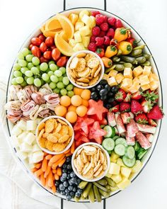 This kid friendly summer snack platter is a breeze to throw together! It's the perfect addition to your summer BBQs and sure to be a hit for all ages! Snack Platter, Party Food Platters, Food Trays, Snack Trays, Crudite Platter, Crudites, Breakfast Platter, Veggie Platters, Fruit Trays