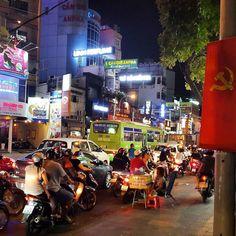 Saigon by night  #vietnam #vietnamese #hochiminhcity #hochiminh #hcmc #cool #saigon #travel #explore #backpacker #backpacking #instatravel #travelblog #travelvietnam #communism #adventure #asia