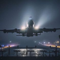 "Night Flight - ""Queen of the skies"" - B747"