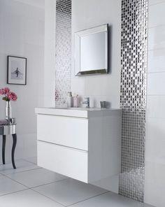 idée élégante: salle de bain blanche et mosaïque effet miroir