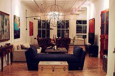 Christians lägenhet. tjusigt med tre olika soffor!
